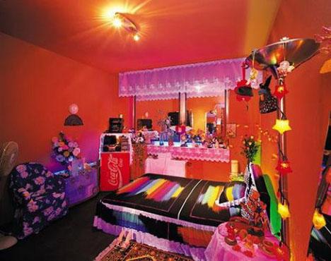 Almanyada bir genelev foto galerisi for Deco salon couleur chaude