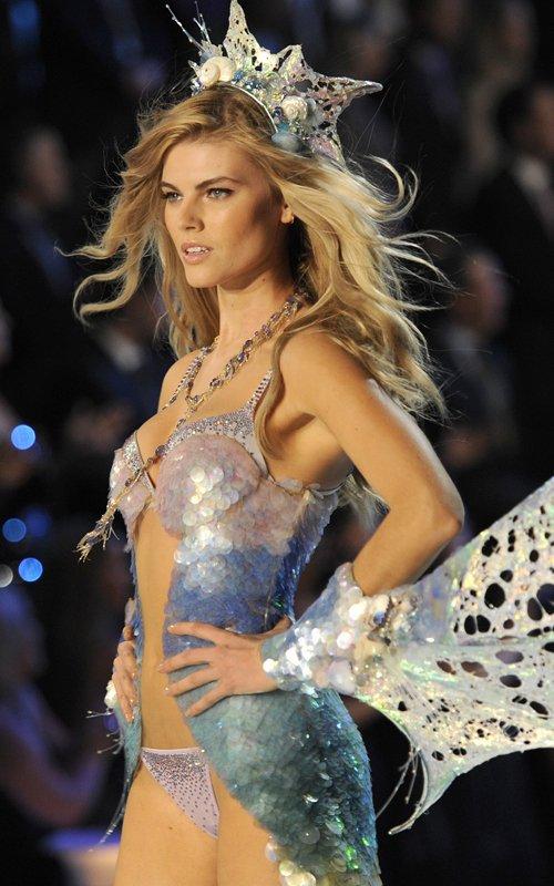 фото моделей в мокром нижнем белье