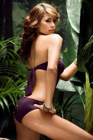 Yeni Lara Croft bikini mankeni oldu 2