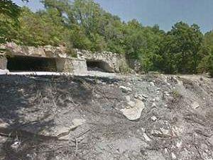 Mağarada kafes içinde 2 çocuk bulundu
