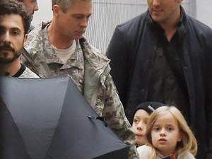 Brad Pitt'in saçları beyazladı!
