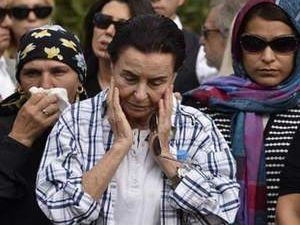 Memduh Ün toprağa verildi Fatma Girik yıkıldı