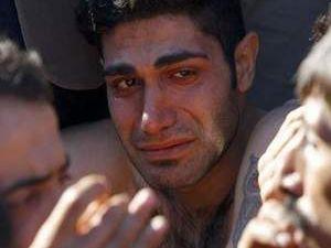Mülteciler birbirlerinin ağızlarını dikti