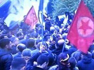 Tahir Elçi'nin cenazesinde PKK flaması taşıdılar