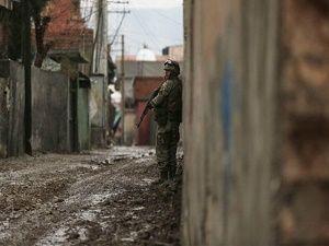 Güvenlik güçleri Cizre'de devriye geziyor