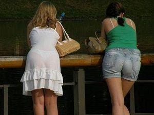 Giydikleriyle ilgi odağı olan insanlar