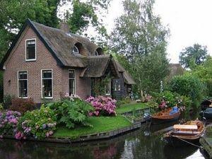 Hollanda'nın bu köyünde araba yasak
