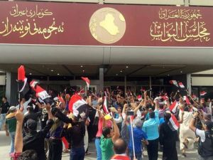 Parlamentoyu binasından çıktılar
