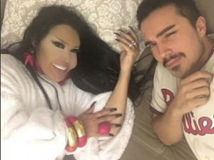 Bülent Ersoy'un yatak pozları olay oldu !