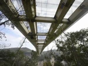 Cam köprüye balyoz testi