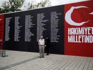 Kurbanların isimleri Taksim Meydanı'nda