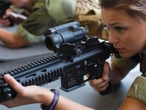 Kadınlara askerlik zorulu oldu