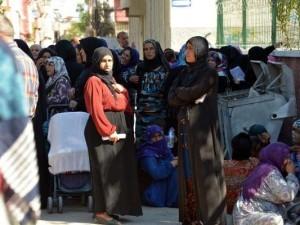 ''Suriyelilere para dağıtılacak'' söylentisi izdiham