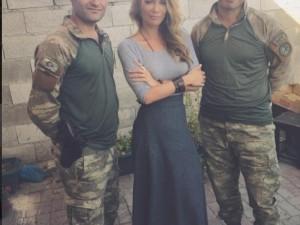Gamze Özçelik'ten askere ziyaret