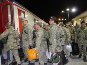35 vagon askeri araç ve asker sınıra gönderildi