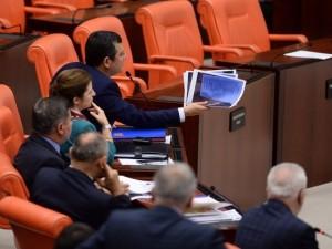 """Kılıçdaroğlu'nda """"hakaretler"""" Meclis'i kilitledi"""