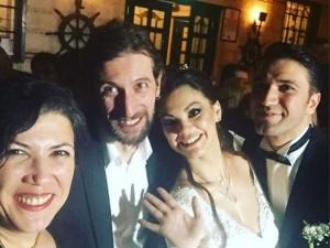 Şarkıcı Nez evlendi