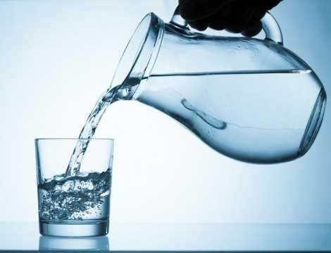Ayakta su içme konusunun bilimsel gerçeği 1