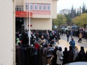 Nüfus Müdürlüğünde Suriyeli İzdihamı