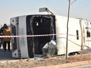 Öğrenci servisi ile kamyon çarpıştı: 1 ölü, 14 yaralı