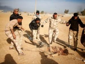IŞİD'li teröristi yerde sürüklediler