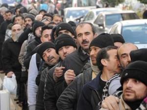 Suriyeli izdihamı ! Polis copla müdahale etti