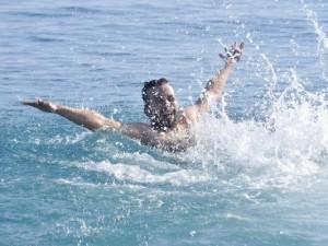 Antalya'da kış ortasında deniz keyfi