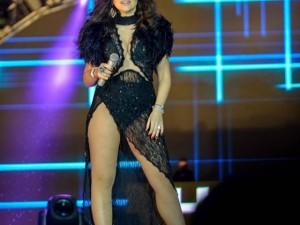 Hadise'nin konser kostümü olay oldu