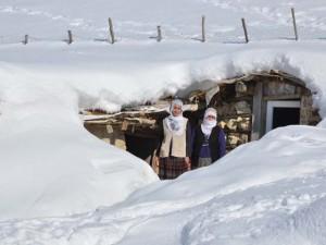 Kar kalınlığı 2 metreyi buldu !