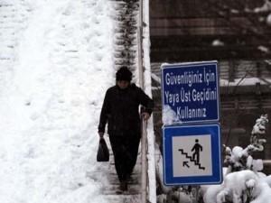 İstanbul'da kar yağışı hayatı felç etti