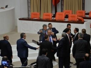 AK Partili ve CHP'li vekiller arasında tartışma