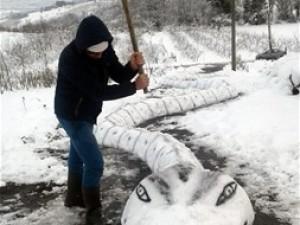 Sıradan kardan adam yapmaktan sıkılanlar için...