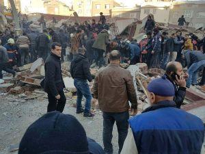 Zeytinburnu'nda 6 katlı bina çöktü