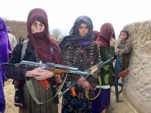 Afgan kadınlar DEAŞ'a karşı silahlandı
