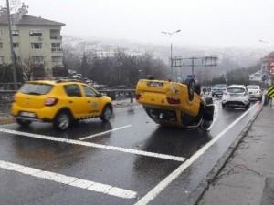 Beşiktaş'ta taksi takla attı