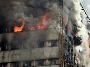 İran'da 17 katlı bina çöktü ! En az 30 ölü var