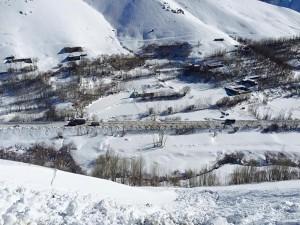 Bir köy çığ altında kaldı: 59 ölü