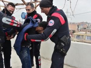 Polisten kaçan PKK'lı çatıda yakalandı