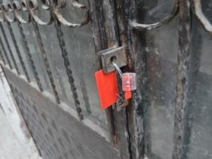 Mühürlü binayı soyan hırsızlar yakalandı
