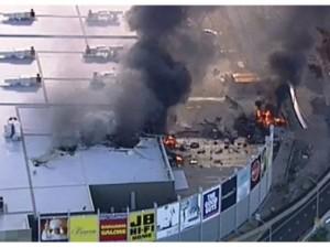 Avustralya'da uçak AVM'nin üzerine düştü: 5 ölü