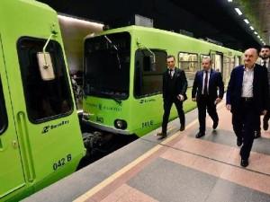 Bakan Müezzinoğlu metroya bindi