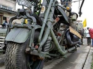 Motosiklete tank motoru taktılar
