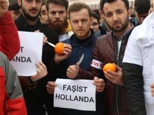 Hollanda'yı böyle protesto ettiler