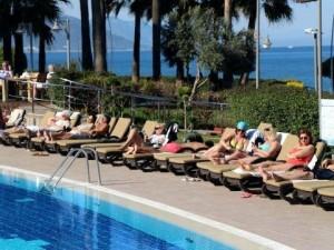 Hollandalılar kendini Antalya sahillerine attı