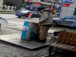 Bonzai içen Suriyeli çöp konteynerine daldı