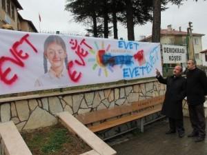 Referandum afişine saldırı !