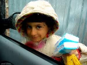 Trafikte mendil satan, araç camı silen çocuklarla artık polis mücadele edecek.