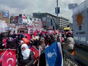 Başbakan Erdoğan, Van Mitingine Kısık Sesle Çıktı