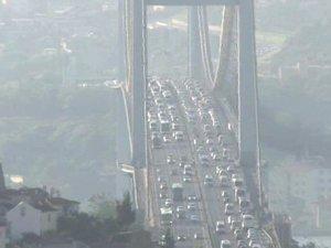 Boğaziçi Köprüsü'nü kilitleyen intihar !