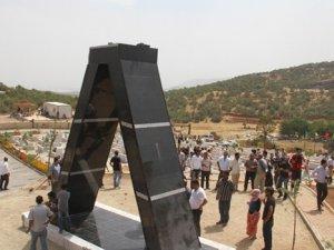 PKK'lının heykeline basan askere soruşturma